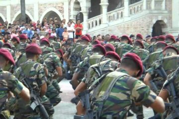 10 Para - Malaysian Armed Forces - War Dance