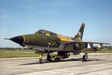 F-105 Thunderchief - Behind the Wings